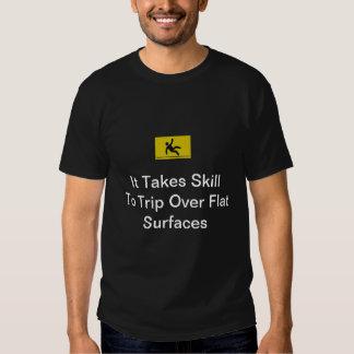 Expertis som snubblar t-shirts