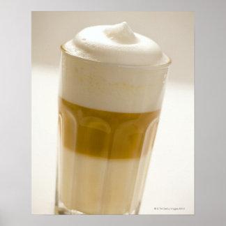 Exponeringsglas av lattemacchiato, tätt upp poster