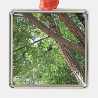 Fågel i grenarna julgransprydnad metall