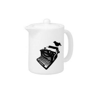 Fågel på en skrivmaskinstekanna