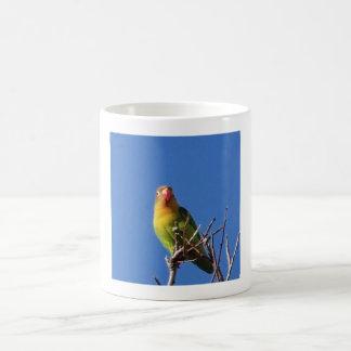 Fågel som sjunger i vinter vit mugg