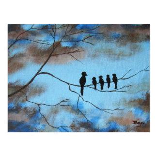 Fåglar i träd i konst för himmelmors dagabstrakt vykort