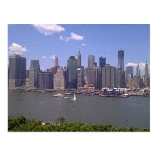 Fäll ned Manhattan knappt ett moln i himmlen Vykort