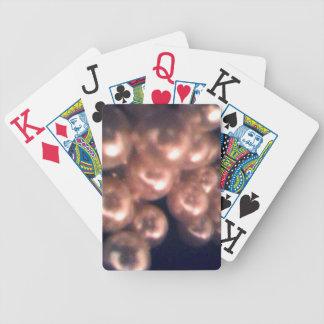 Fallande pärlor som leker kort spelkort