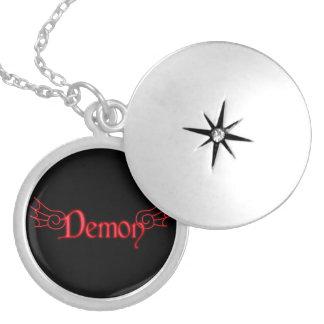 Falln demon med vingar halsband med rund berlock