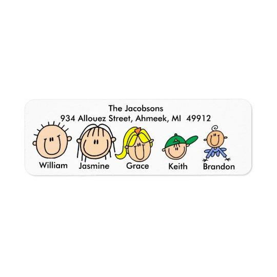 Familj med tre ungeadressetiketter returadress etikett