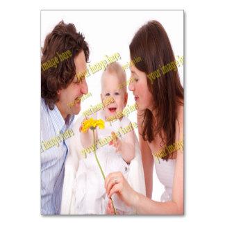 Familjen avbildar den budget- mallen för fotoet bordsnummer