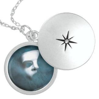 Fantomen maskerar sterling silverrundalocketen halsband med rund berlock