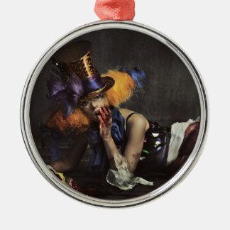 Färgglad kvinna som kläs som clown julgransprydnad metall