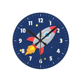 Färgglad raketfrakt, rymden, för barnrum rund klocka