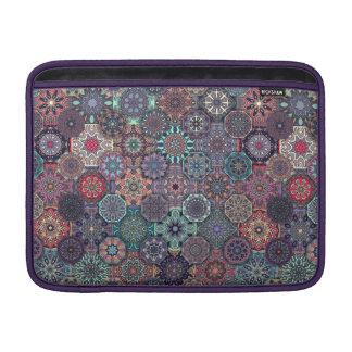 Färgrik abstrakt belägger med tegel mönsterdesign MacBook sleeve