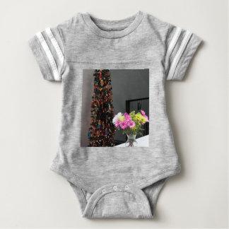 Färgrik blommabukett och julgran t shirt