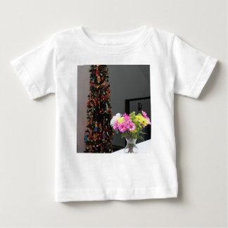 Färgrik blommabukett och julgran tshirts
