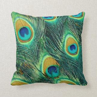 Färgrik dekorativ kudde för påfågelfjädermönster