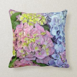 Färgrik dekorativ kudde för vanlig