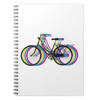 Färgrik gammal cykelsilhouette, t-skjorta design anteckningsbok med spiral