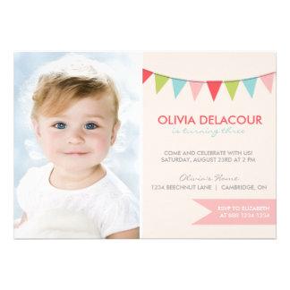 Färgrik inbjudan för Buntingbarns födelsedagparty