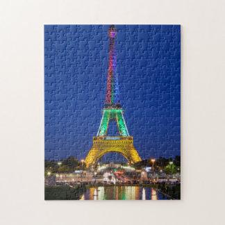 Färgrik ljus visning på det Eiffel torn Pussel