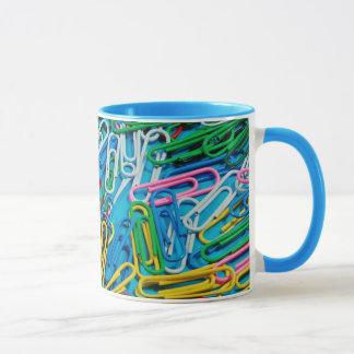 Färgrik mugg för paperclipdesignkaffe