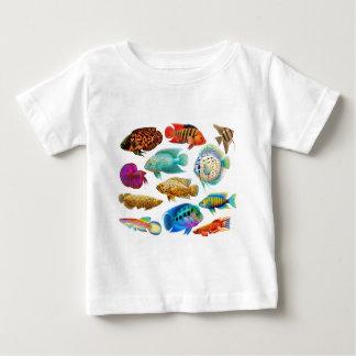 Färgrik tropisk fisk t-shirts