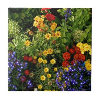 Färgrika blommor liten kakelplatta