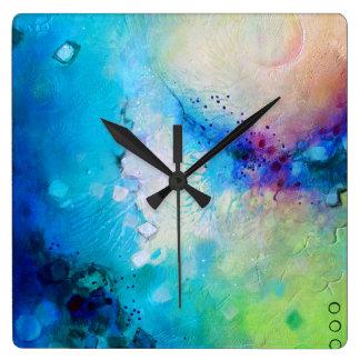 Färgrika dekorativa kvadrerar tar tid på fyrkantig klocka