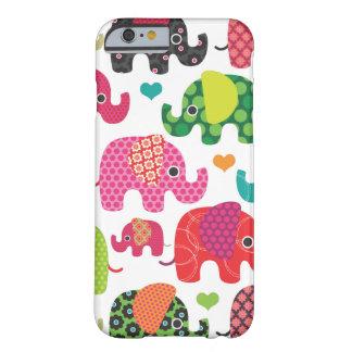 Färgrika elefantungar mönstrar fodraliPhon för Barely There iPhone 6 Fodral