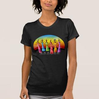 Färgrika eleganta afrikanska daminnehavkrukar tee shirt
