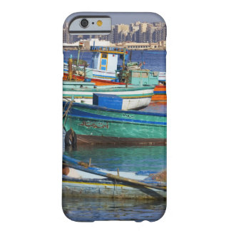 Färgrika fiskebåtar i hamnen av barely there iPhone 6 skal