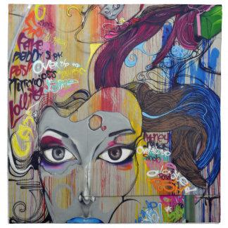 Färgrika grafitti av kvinnan med märkre tygservett