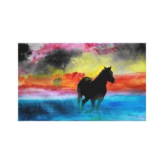 Färgrika hästar som är rinnande i dimmakanfas canvastryck