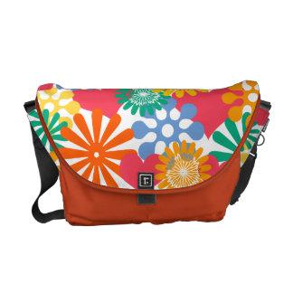 Färgrika hjärtor och blommor/ kurir väska
