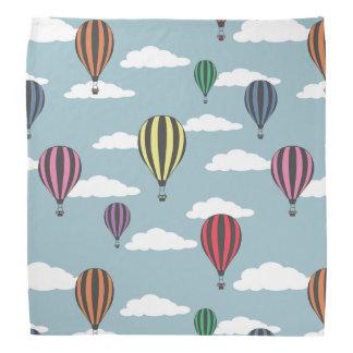 Färgrika luftballonger bandannas