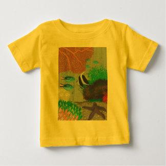 Färgrika tropiska fiskmålningutslagsplatser tröjor