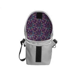 Färgrikt abstrakt etniskt blom- mandalamönster de kurir väska