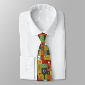 Färgrikt alfabetmönster slips