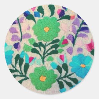 Färgrikt blommamönster rund klistermärke