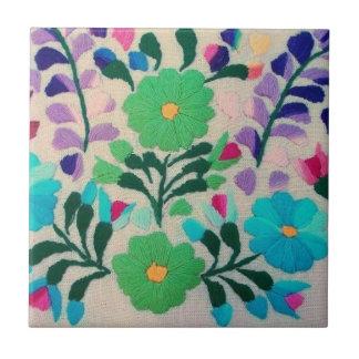 Färgrikt blommamönster kakelplatta
