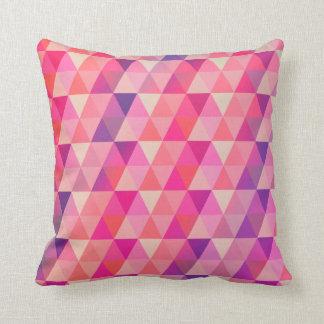 Färgrikt geometriskt triangelmönster kudde