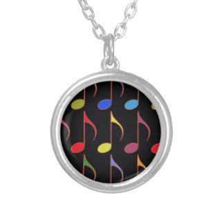 färgrikt musik notermönster silverpläterat halsband