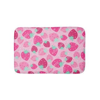 Färgrikt rosa jordgubbemönster badrumsmatta