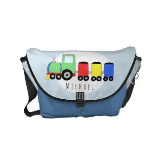 Färgrikt tåg för pojke med den kända blöjan kurir väskor