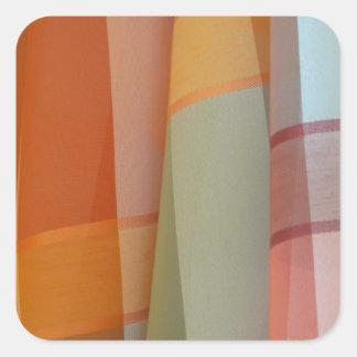 Färgrikt tyg fyrkantigt klistermärke