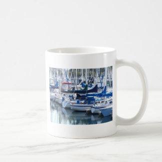 Fartyg i hamn kaffemugg