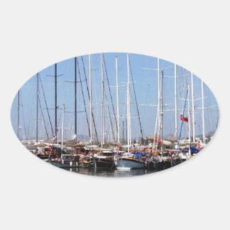 Fartyg och yachter på havsport i Bodrum Ovalt Klistermärke