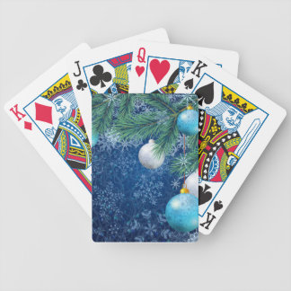 Fascinerande vitjul som leker kort spelkort