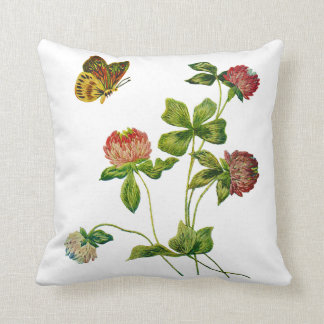 Fauxbroderi - fjäril och rosaklöver kudde