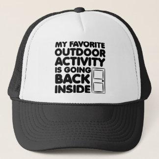 Favorit- utomhus- aktivitet är den inre roliga truckerkeps