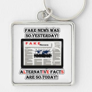Fejka nyheterna- & alternativfakta högvärdiga Sq Fyrkantig Silverfärgad Nyckelring