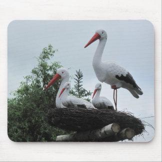 Fejka storken som familjen i bygga bofotomusen musmatta